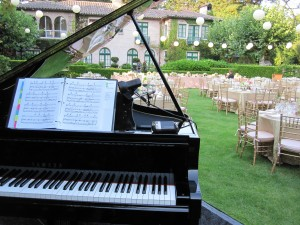 Yamaha Disklavier on the estate lawn